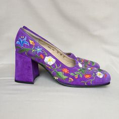 Vintage shoes / Freelance / embroidered shoes / block heel / square toe / suede shoes / purple shoes / low heels / flared heel by LOFTOWN on Etsy
