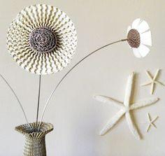 Flores elaboradas con cartón corrugado