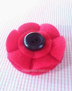 who loves making things?: Felt Poppy made by laurieloou ♥ for Rememberance Sunday