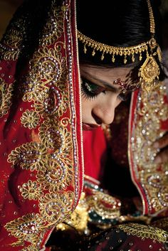 Allison Joyce - Heartbreaking Photos Show A Child Bride's Wedding In Bangladesh