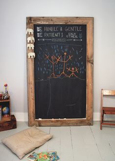 DIY Giant Chalkboard - The Merrythought Cool Art Projects, Diy Pallet Projects, Chalkboard Paint, Chalkboard Signs, Chalkboard Ideas, Decoration Palette, Palette Deco, Pallet Designs, Painted Trays