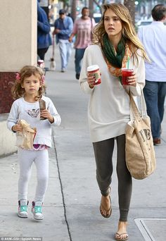 Comfy and Stylish Mom Style by Jessica Alba and her adorable daughter #circu, fashion mummy style, #kids, look of the day, #fashionblogger Came to have fun at www.circu.net