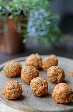 Carrot Cake Quinoa Balls | Vegan, Gluten-Free, Sugar-Free | Veggie Desserts Blog These carrot cake quinoa balls are quick, healthy and flavourful. Puffed quinoa is combined with grated carrot, peanut butter and spices to make a vegan, gluten-free, super-fast treat. Fantastic for breakfast, snacks or treats for the kids, they only take minutes to make.