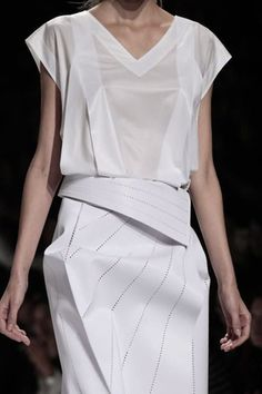 Issey Miyake Ready To Wear Spring Summer 2014 Paris - NOWFASHION