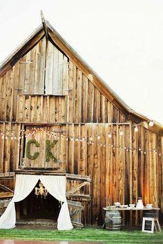 Moss monogram for barn door and more barn door decor #wedding