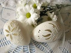 Totally not doable but beautiful. Carved Eggs, Egg Tree, General Crafts, Egg Decorating, Egg Shells, Spring Flowers, Easter Eggs, Origami, Stencils