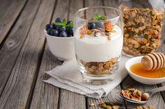 Healthy & Delicious Fruit and Yogurt Parfaits Recipes | PRANCIER Greek Yogurt Recipes Breakfast, Quick Healthy Breakfast, Healthy Snacks, Healthy Recipes, Fruit And Yogurt Parfait, Meal Prep For Beginners, Parfait Recipes, Vegetarian Meal Prep, Delicious Fruit