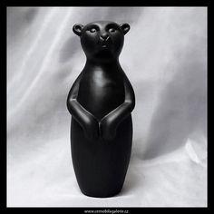 Dekorační figurka - keramický černý medvěd s matnou glazurou.