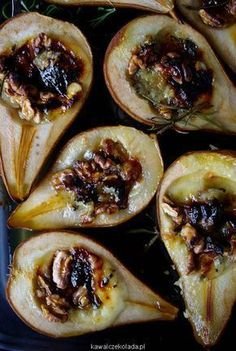 Roasted pears with walnuts, gorgonzola and honey Raw Food Recipes, Appetizer Recipes, Cooking Recipes, Healthy Sweets, Healthy Cooking, Food Platters, Brie, Food Inspiration, Love Food