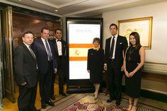 El equipo de playthe.net y Wharf T&T posan junto a María Perez, Trade Commissioner of Spain in Hong Kong.