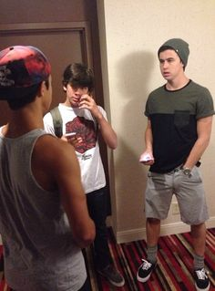 Cameron Dallas, Nash Grier, and Hayes Grier......lol what is Nash doing????^_^