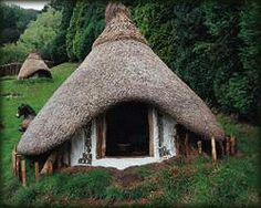 Thatch roof house in the peat bogs of Scotland. bothan.gif