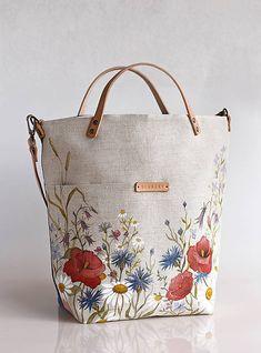 "Veľká ľanová kabelka s ručnou maľbou ""Lúčne kvety"" Painted Bags, Embroidery Bags, Dolce E Gabbana, Diy Handbag, Jute Bags, Linen Bag, Fabric Bags, Cotton Bag, Handmade Bags"