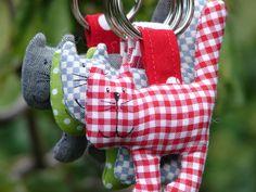 Schlüsselanhänger - Katzenschlüsselanhänger - ein Designerstück von Doki-Design bei DaWanda