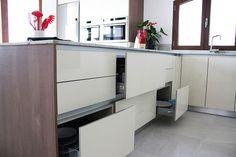 Cajones y Gavetas extraibles en los diseños de cocinas en Madrid,  de Línea 3 Cocinas