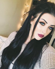 Long Black Hair, Girls With Black Hair, Dark Hair, Fair Skin Makeup, Hair Makeup, Beauty Makeup Tips, Hair Beauty, Dreads, Hair Colour For Green Eyes