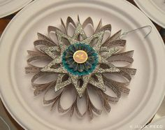 Faux Iron Art Using Toilet Paper and Paper Towel Rolls Toilet Paper Roll Art, Toilet Paper Roll Crafts, Cardboard Crafts, Paper Ornaments, Holiday Ornaments, Christmas Makes, Christmas Fun, Natural Christmas, Paper Towel Roll Crafts