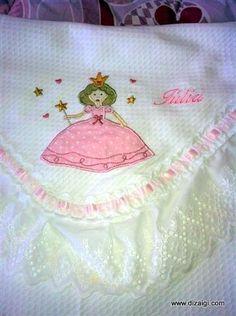 Essa foi a mantinha da Júlia que foi temática de princesa e aí entra a dica de hoje.
