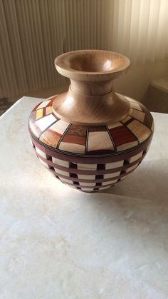 Vase open segmented with solid segmented top por Celebrationofwood