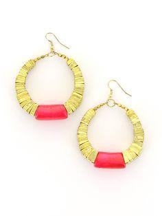 Ambosseli - Boucles d'oreilles créoles dorées et fushia http://www.diwali-paris.com/bijoux-boucles-d-oreilles-rose-perles-ethnique.html