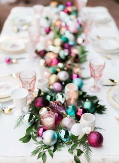 20 Christmas Table Settings Making your Meal as Gorgeous as It's Delicious! – Cute DIY Projects 20 Christmas Table Settings Making your Meal as Gorgeous as It's Delicious! 20 Christmas Table Settings Making your Meal as Gorgeous as It's Delicious! Christmas Love, Winter Christmas, Christmas Crafts, Beautiful Christmas, Whimsical Christmas, Vintage Christmas Wedding, Christmas Island, Elegant Christmas, Christmas Meal Ideas