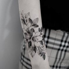 Girl Arm Tattoos, Body Art Tattoos, Sleeve Tattoos, Tattoos For Women, Cool Tattoos, Lily Flower Tattoos, Sunflower Tattoos, Little Tattoos, Mini Tattoos