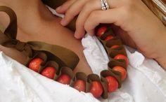 Bijouterie fácil: un collar de cuentas y cinta