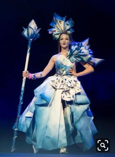 Recycled dress - Louis Walsh and Una Healy wowed by dresses at Glasgow final of Junk Kouture Paper Fashion, Fashion Art, Fashion Show, Fashion Design, Fashion Fabric, Recycled Dress, Recycled Clothing, Mode Baroque, Louis Walsh
