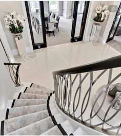 Image may contain: indoor Stairs Design Image Indoor Staircase Railing Design, Home Stairs Design, Modern Staircase, Dream Home Design, Modern House Design, Balcony Railing, Luxury Homes Dream Houses, Luxury Homes Interior, Home Interior Design