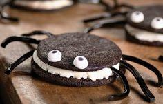 Spider Cookies – perfect for the school Halloween party. Theme Halloween, Halloween Baking, Halloween Food For Party, Halloween Treats, Halloween Cookies, Healthy Halloween, Halloween Recipe, Halloween Spider, Halloween Activities