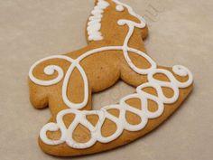 Mézeskalács hintaló Gingerbread Cookies, Food, Cookies, Gingerbread Cupcakes, Essen, Meals, Yemek, Eten