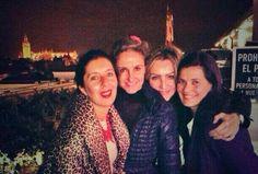 #Recordando.  Con mis niñas en Sevilla, una noche preciosa... Faltas tu María, pero siempre en nuestro corazón.