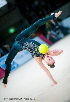 Ganna Rizatdinova (Ukraine) got 18.450 points for BALL in all-around finals at Olympic Games 2016