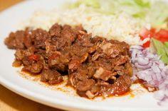 Chili con carne med tillbehör Under påskhelgen plockade jag fram min Crock Pot och lagade en jättegod köttgryta smaksatt med chili. Recep...