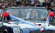 Prince William in Royal Wedding - The Newlyweds Greet Wellwishers From The Buckingham Palace Balcony