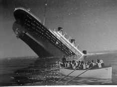 Titanic history in pictures, videos. Find out how the ship hit the iceberg and pictures of Titanic sinking Rms Titanic, Titanic Photos, Titanic Sinking, Titanic Wreck, Historia Universal, Foto Real, Shipwreck, Southampton, Video Footage