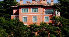 La Quinta de los Cedros Madrid A mansion with a renaissance air that conjures up flavours of Tuscan villages; this is a place with exclusivity, bags of charm, and surrounded by magnificent gardens and hundred-year-old cedars, that give the place its name.
