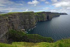 A Irlanda se le conoce como la Isla Esmeralda por el color de sus paisajes llenos de verdura. ¡Son realmente bellos!