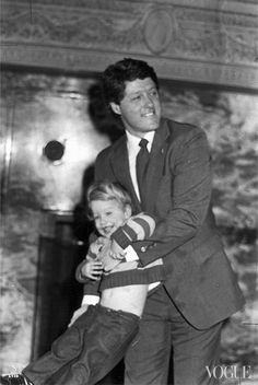 President Bill Clinton With Daughter Chelsea. Today (August is President's Clinton's Birthday. Many Happy Returns Mr. Photograph Shared by Daughter Chelsea Clinton. Young Bill Clinton, Bill And Hillary Clinton, Chelsea Clinton, American Presidents, Us Presidents, American History, Kai Schumann, Arkansas, Presidential History