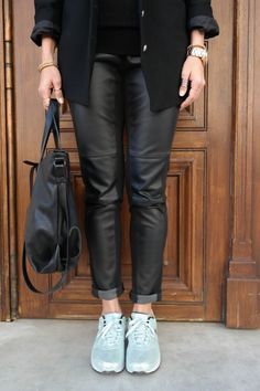 details, outfit details, leather, leather pants, minimal, minimalist, chic, metallic, matallic madness, sneakers outfit, ootd, casual, nike air, retro, air max, all black, metallic touch, @thatgirlju