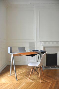 Jeune diplômée de l'Ecole Bleue à Paris, Elodie Rampazzo a fait sensation à la Paris Design Week et plus particulièrement à Now! Le Off aux Docks – Cité de la Mode et du Design, en remportant le Rado Star Prize 2016, grâce à sa création Nomade.  Cette console/bureau modulable et personnalisable permet à son utilisateur, selon ses besoins et ses goûts, de créer son propre espace en choisissant ses modules. Tout le génie de cette conception réside dans la pureté des formes et le respect des...