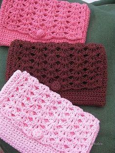 Purse pattern by Lion Brand Yarn Perfect Purse - Crochet clutch free patternPerfect Purse - Crochet clutch free pattern Crochet Purse Patterns, Crochet Tote, Crochet Handbags, Crochet Purses, Love Crochet, Crochet Gifts, Diy Crochet, Knitting Patterns, Bag Patterns