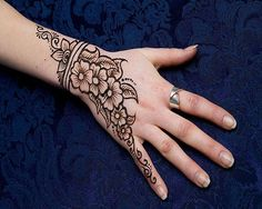 Simple mehndi tattoo inspiration (henna) Perfect for the next blacklight photoshoot!!
