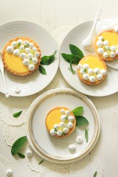 Lemon Tarts and crunchy meringue // Mini Desserts, Delicious Desserts, Yummy Food, Plated Desserts, Mini Dessert Recipes, Lemon Desserts, Healthy Desserts, Sweet Pie, Sweet Tarts