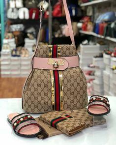 Gucci Handbags, Fashion Handbags, Purses And Handbags, Fashion Bags, Fashion Shoes, Zapatillas Louis Vuitton, Gucci Brand, Accesorios Casual, Shoe Boots