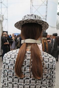Chanel #ss16 #accessories Chanel Fashion, Chanel Style, Beauty Make Up, Hair Beauty, Skin Makeup, Spring Summer 2016, Sam Mcknight, Chanel Pearls, Hair Styles 2016