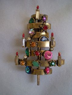 I was so lucky to be able to borrow this pin to feature in the 3rd edition of my book!!! Extremely unique and extremely rare!nique Hollycraft Christmas Tree Pin