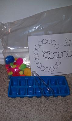 puff ball sorting with icecube tray tongs and chart Toddler Busy Bags, Toddler Fun, Kids Bags, Toddler Preschool, Toddler Stuff, Kid Stuff, Craft Activities For Kids, Toddler Activities, Preschool Activities