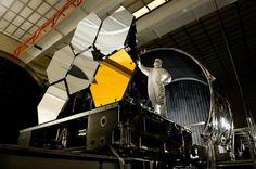 NASA/MSFC/David Higginbotham - O telescópio James Webb é uma colaboração da Nasa com a Agência Espacial Europeia (ESA) e a Agência Espacial Canadense. Sua construção já permitiu o desenvolvimento de diversas tecnologias inovadoras. Ele possui um espelho de 6,5 metros de diâmetro com 18 segmentos articulados e diversos instrumentos sofisticados, capazes de observar mais de 100 objetos simultaneamente.