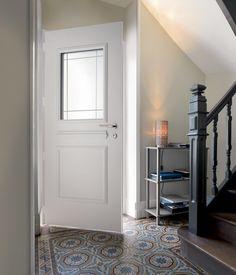 Porte d'entrée en PVC - K LINE - OKNOPLAST D'une esthétique soignée et discrète, la porte en PVC réalisée par notre partenaire OKNOPLAST s'adaptera parfaitement à votre style et à vos envies tout en protégeant votre habitat.  #porte #entrée #maison #aménagement #pvc #design #habitat #decoration #oknoplast www.oknoplast.fr